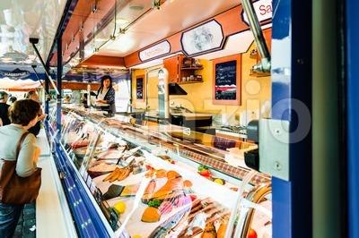 Fishmonger at old Fish Market by the harbor in Hamburg, Germany Stock Photo