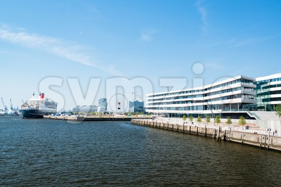Queen Mary 2 - the luxurious cruise liner in Hamburg as seen from the new university Stock Photo
