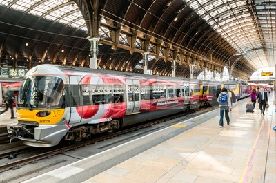 Heathrow Express with Vodafone commercials at Paddington Station Stock Photo