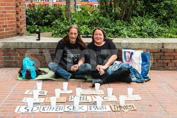 homeless couple is asking for support Stock Photo