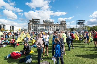 Participants of the Berlin Marathon are gathering around the Reichstag Building Stock Photo