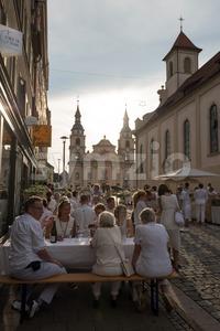 Le Diner En Blanc - the white dinner Stock Photo