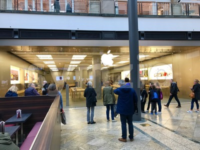 People waiting in front of Apple Store Stock Photo