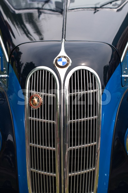 CERNOBBIO, LAKE COMO - MAY 27: BMW sign on a classic car at the Concorso d'Eleganza Villa d'Este auto show ...